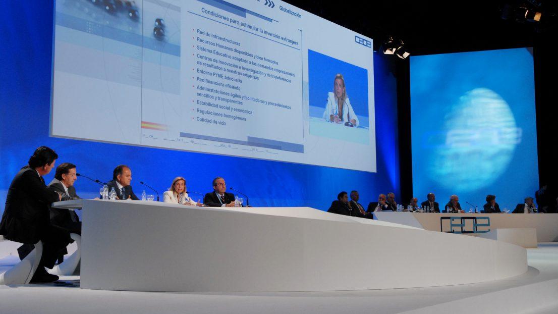 Diseno escenografia evento Asamblea General CEOE 2007