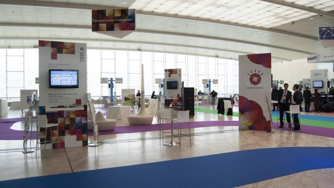 Escenografia diseno stands Congreso de Software IBM
